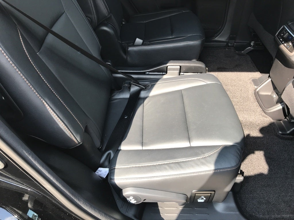 Toyota Highlander Owners Manual: Seat belt pretensioners (front seats)